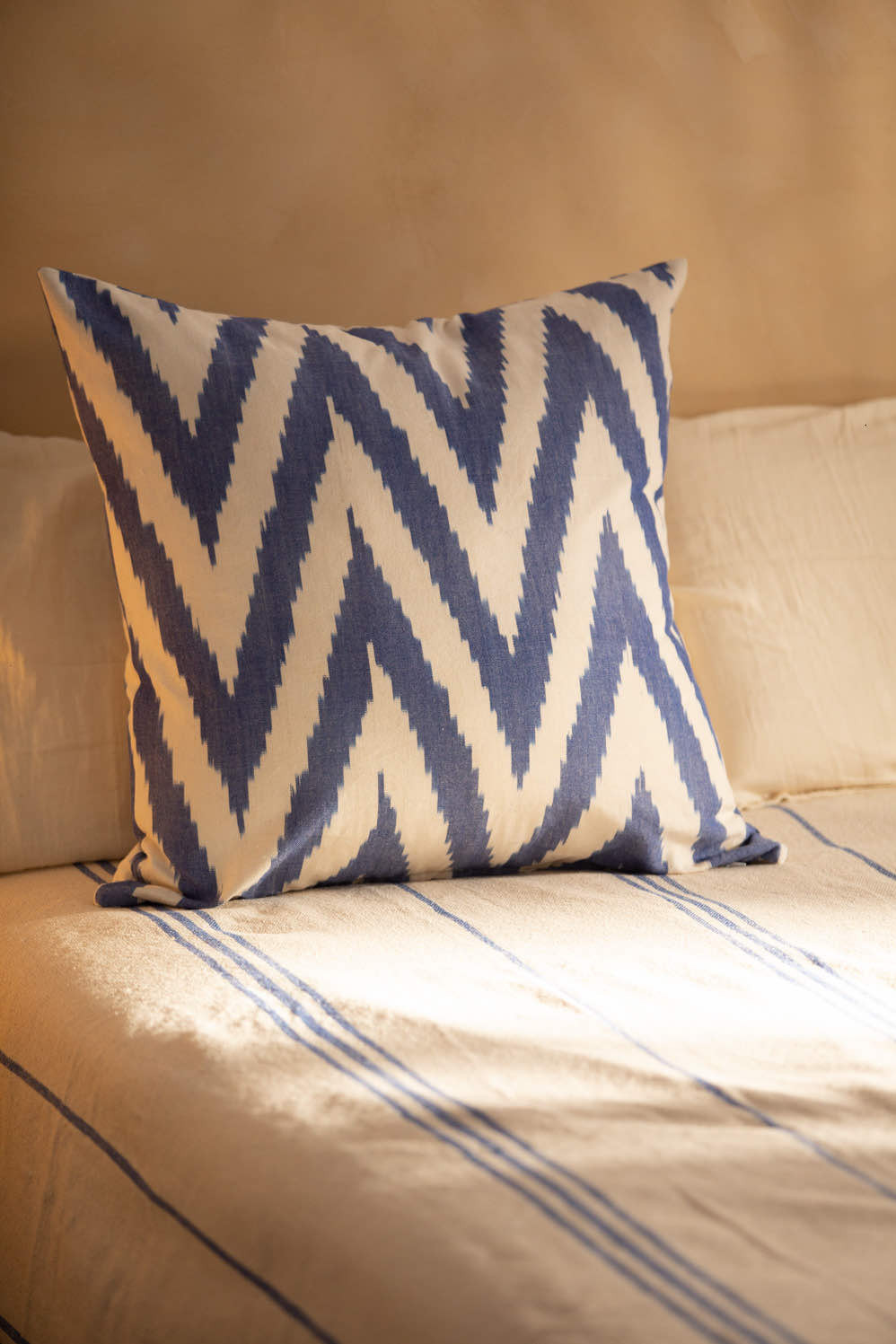 Decorative cushions for bed